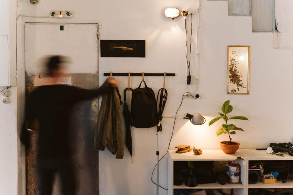 Wall hanger, wooden hooks, κρεμάστρα τοίχου, minimal